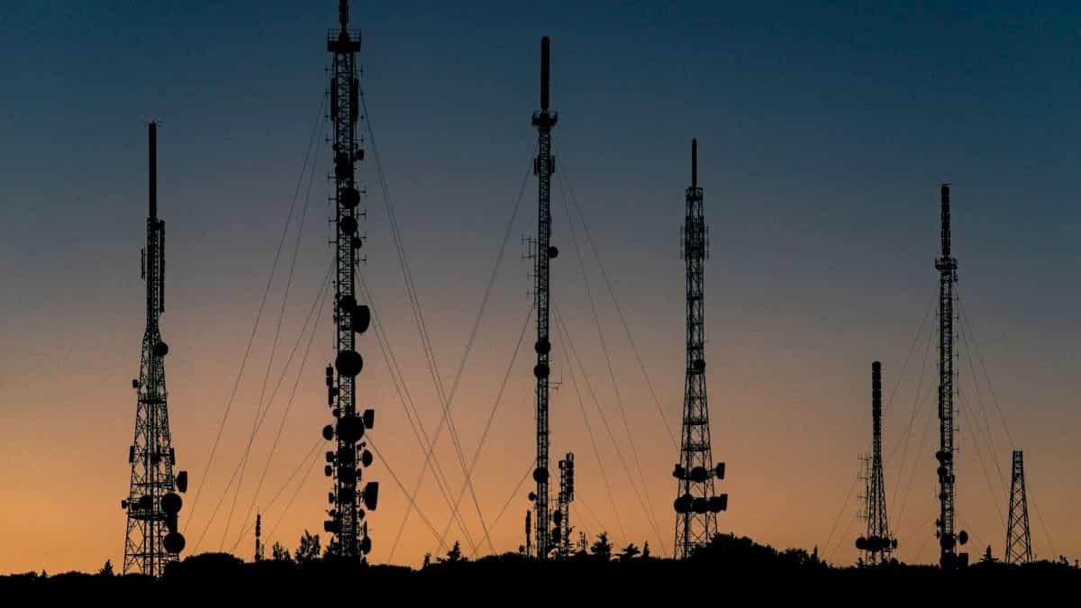 通信鉄塔の並び