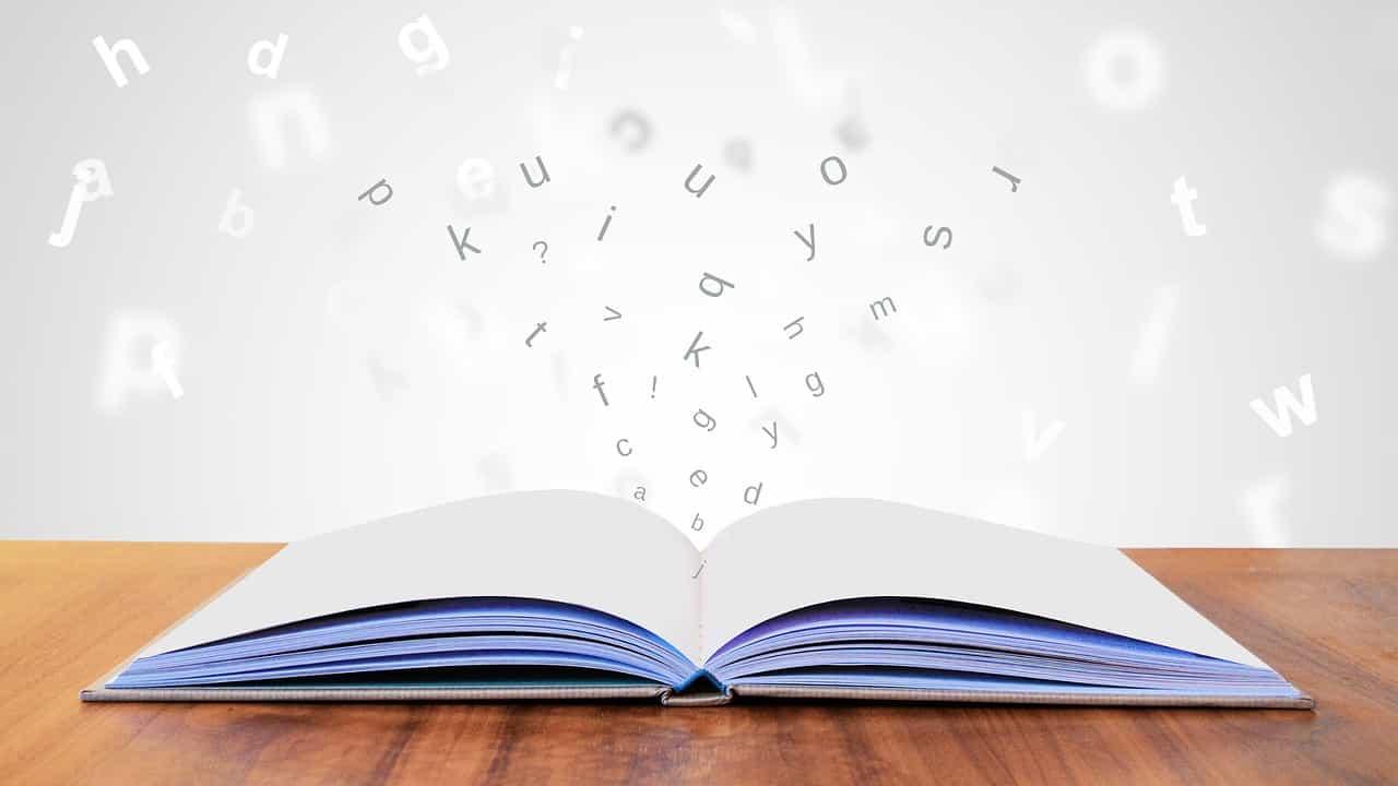 開かれた本とアルファベット