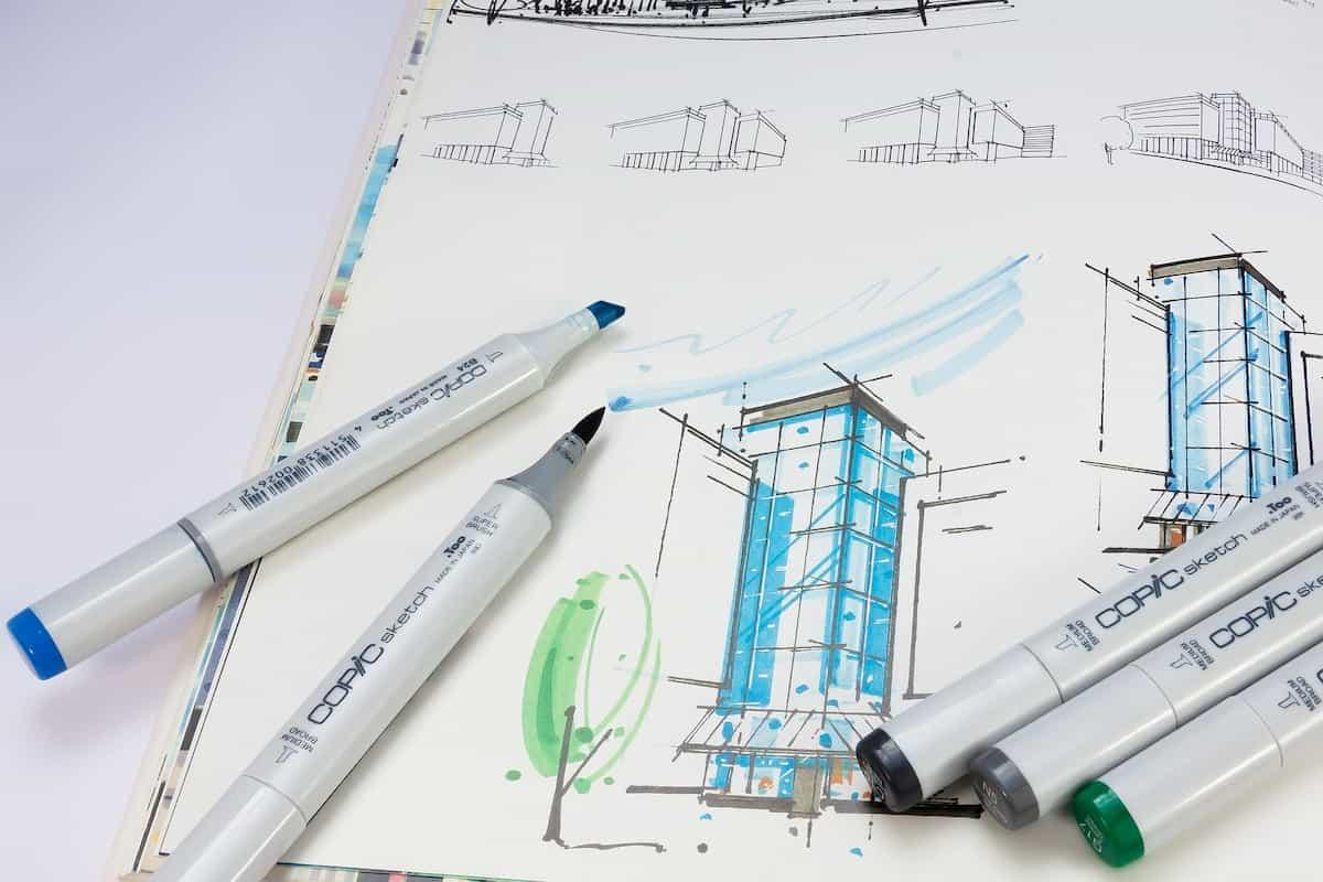 メモ帳にビルを描いている状況