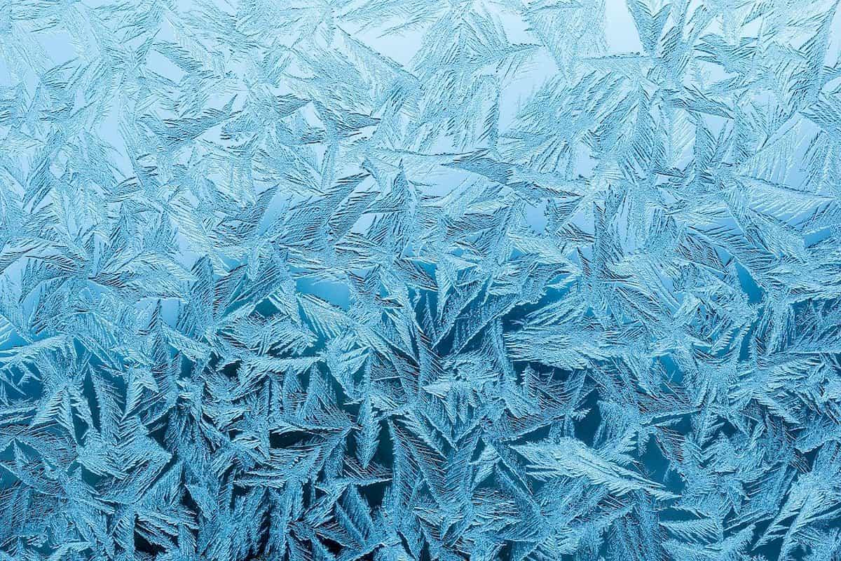 凍りついた水の結晶