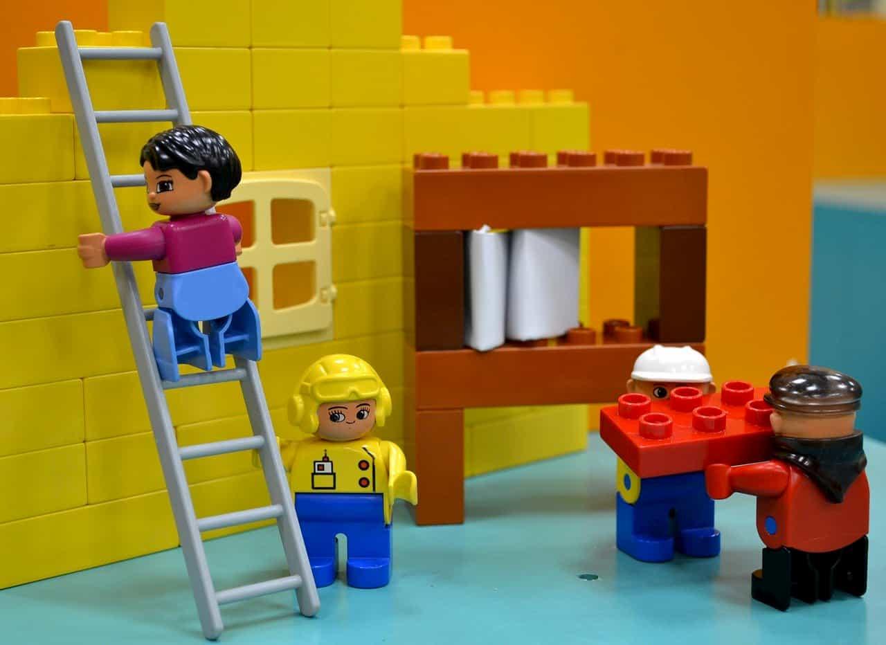 工事をしているレゴ